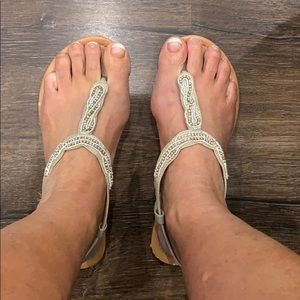 Maurices creme sandals ☀️